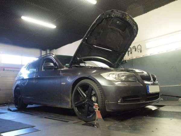 BMW_330d_270PS_5_553155738d982.jpg