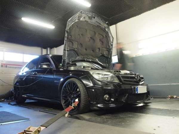 Mercedes_C63_AMG_55533a54d37bf.jpg